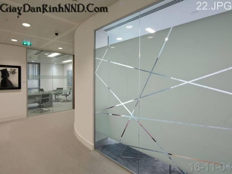 Dán kính mờ tạo sự phá cách cho không gian văn phòng, phòng làm việc