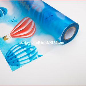 A12 là mẫu giấy decal hoa văn hình khinh khí cầu trên nền trời xanh