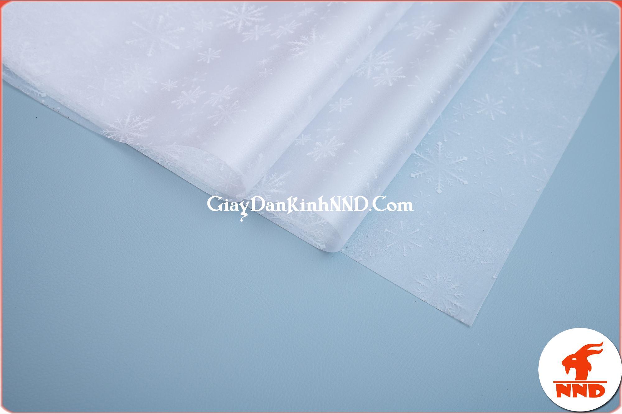 Giấy dán kính trang trí mã A22 là mẫu giấy dán kính hình bông tuyết trắng
