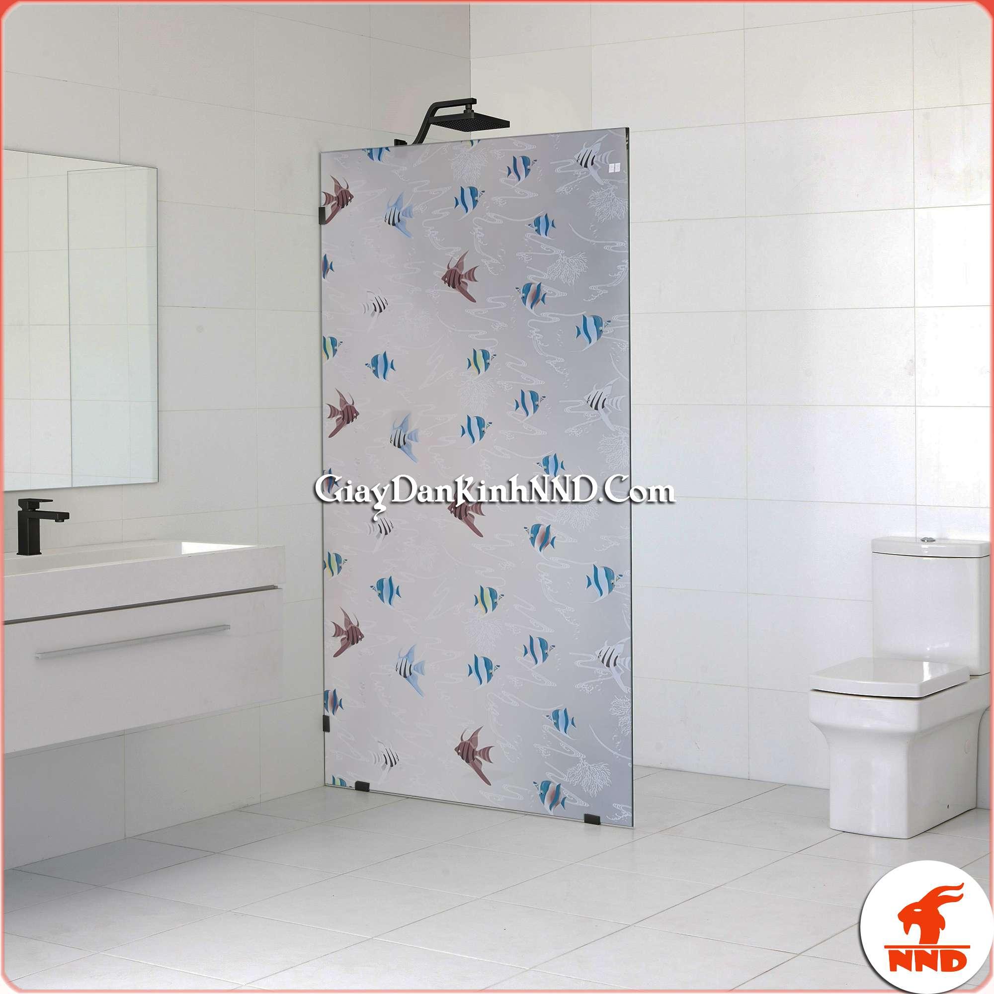 Sử dụng mẫu giấy dán kính mã A23 dán cho cửa kính phòng tắm tạo cảm giác mới