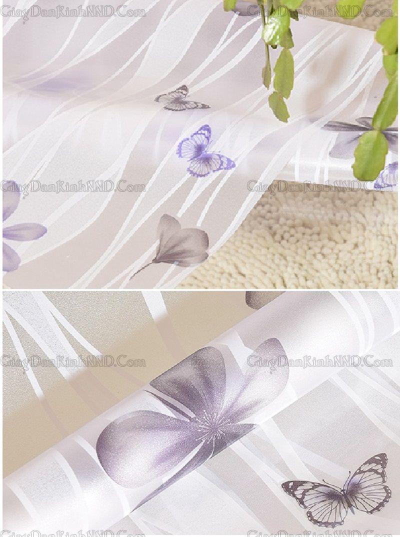 Đây là hình ảnh giấy dán kính trang trí mã A14, với họa tiết là những bông hoa 5 cánh màu xanh đen và màu tím, điểm thêm những con bướm cùng tông màu, trên nền giấy họa tiết vân sóng, tạo lên mẫu A14 nhẹ nhàng, tự nhiên, thu hút mọi người ngay từ cái nhìn đầu tiên.