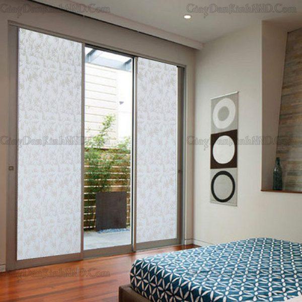 Mã giấy dán kính trang trí A15 nói riêng và các mẫu kiểu hoa văn tương như nói chung rất thích hợp trang trí cho cửa sổ phòng khách, phòng học, hoặc cửa ra vào, cửa ban công, tạo điểm nhấn cho căn phòng thêm nổi bật ấn tượng
