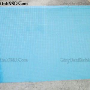 Giấy dán kính trang trí mã A36 là mẫu giấy kẻ ô màu xanh coban