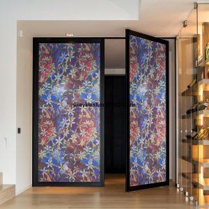 Trang trí các bức vách tường kính bằng giấy dán kính đẹp