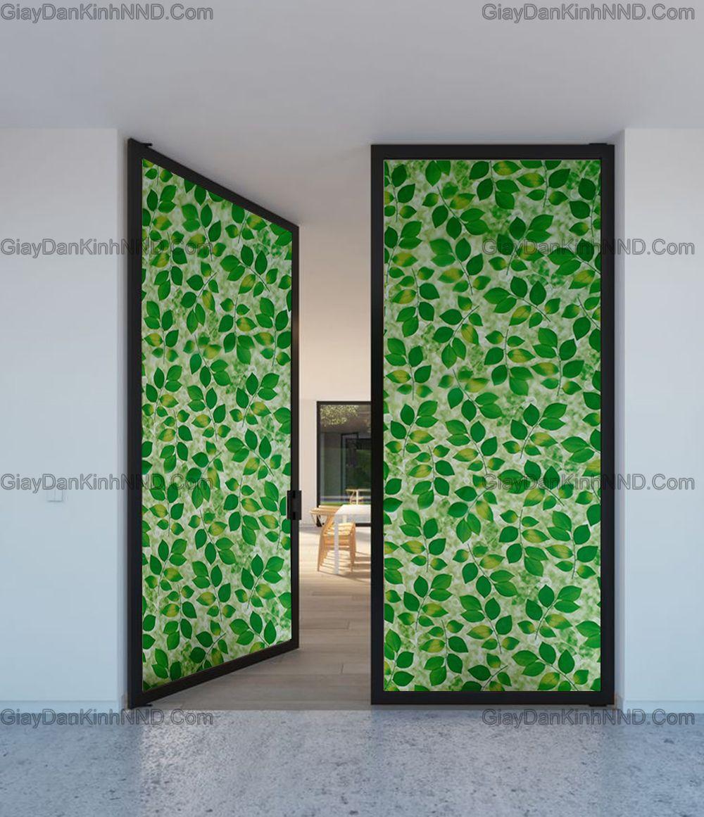 Giấy dán kính trang trí mã A41 hình là cây vô cùng bắt mắt. Trang trí cho cửa ra vào sẽ mang lại không gian xanh mát tạo ấn tượng.