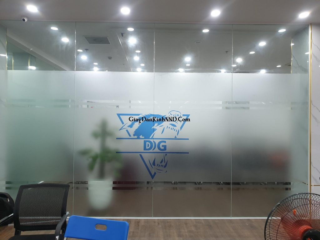 In logo công ty trên nên giấy dán kính trang trí cho văn phòng công ty.