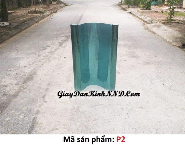P2 là mẫu giấy dán kính phim phản quang màu xanh lá cây với khả năng cách nhiệt khá tốt