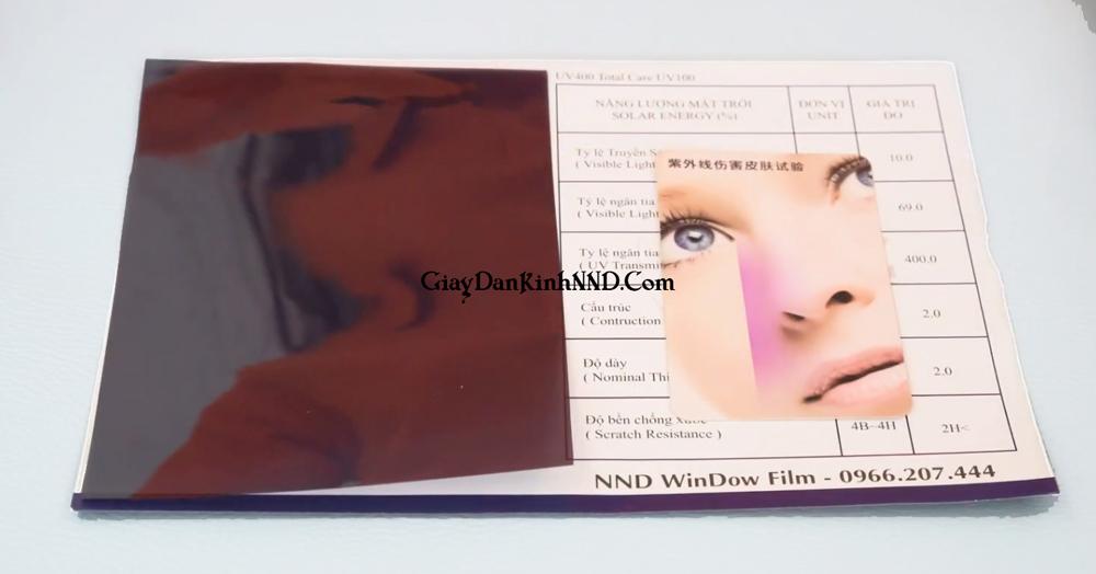 Thông thường các dòng phim cách nhiệt chuẩn sẽ có khả năng chống UV đật 99%. Đặc biệt ở những loại có chất lượng tốt, có thể cản tới tỉ lệ lớn nhiệt do tia hồng ngoại và tới 400% tia UV xuyên qua phim.