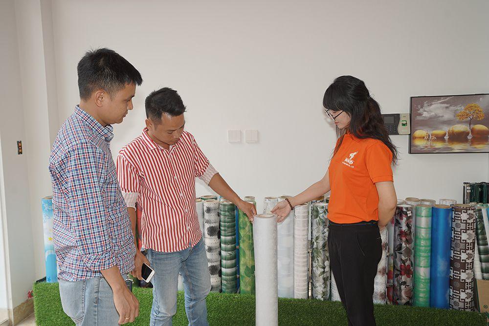 Đội ngũ nhân viên trẻ trung, xinh đẹp đầy nhiệt huyết với công việc