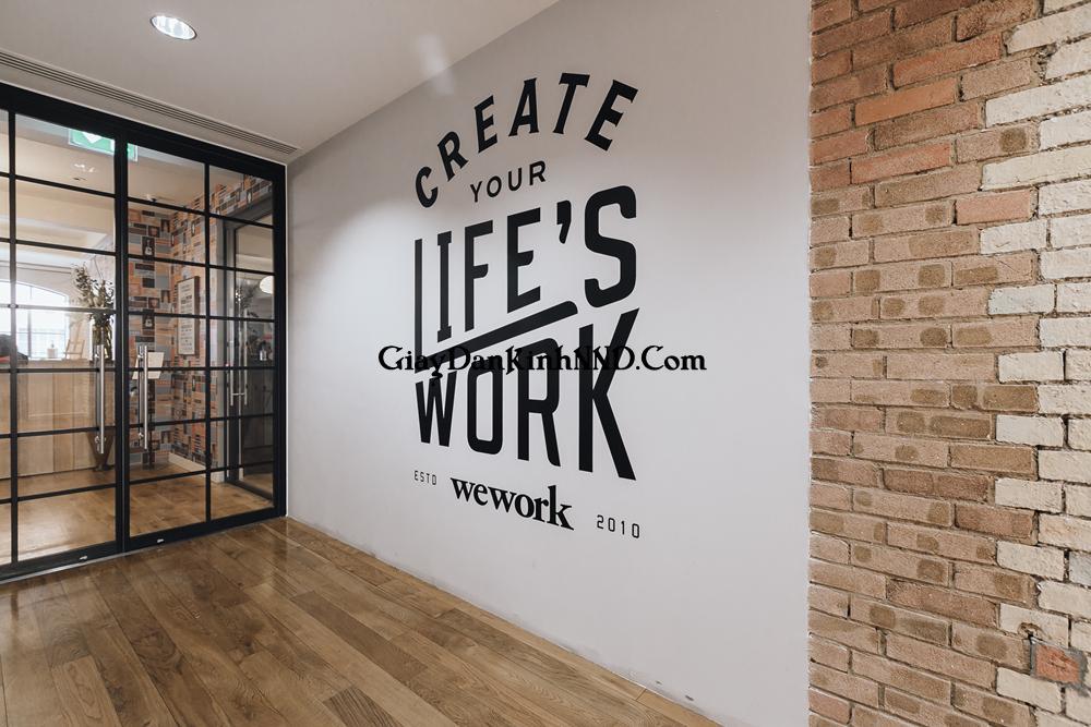 Cắt chữ decal dán lên tường phòng làm việc