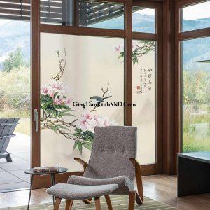 In tranh dán kính hình hoa tạo điểm nhấn cho không gian spa tạo sự thoải mái và khoan khoái