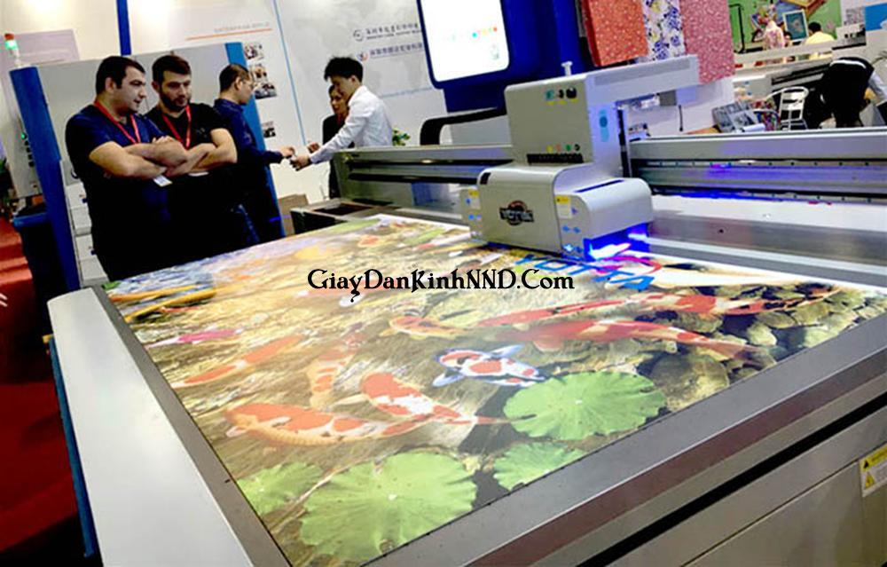 Công nghệ in tranh dán kính sẽ ảnh hưởng lớn đến giá thành 1m2 tranh kính