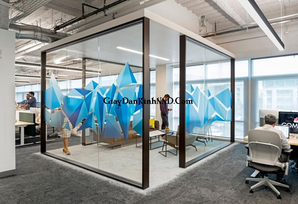 In decal 3D dán kính cho văn phòng