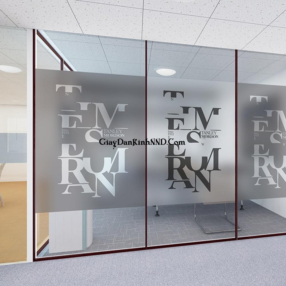 In UV chữ nghệ thuật trên nền decal mờ dán kính cho văn phòng
