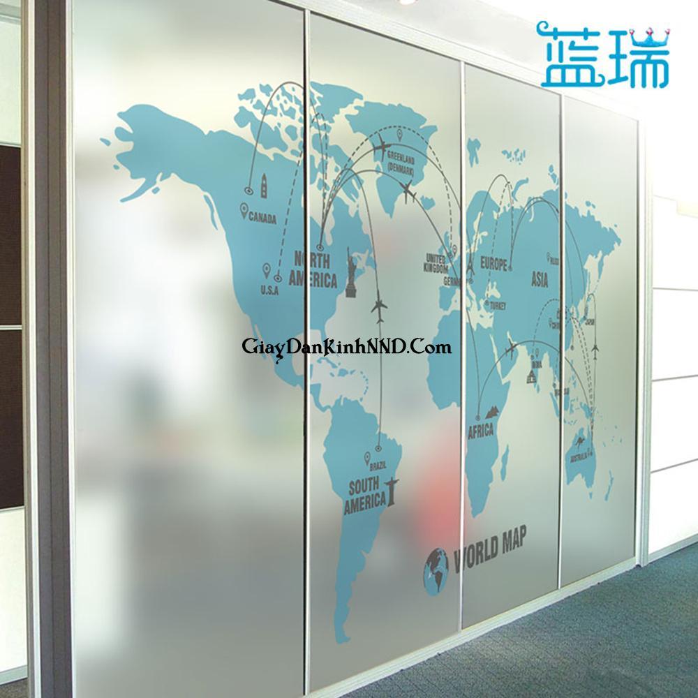 Dán vách văn phòng bằng tranh decal dán kính mờ hình bản đồ thế giới
