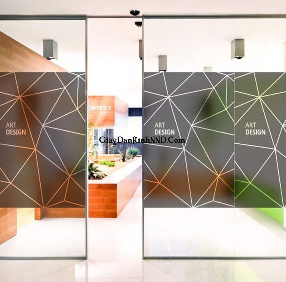 In tranh dán kính cho văn phòng bằng chất liệu decal mờ mang lại giá trị thẩm mỹ rất cao.