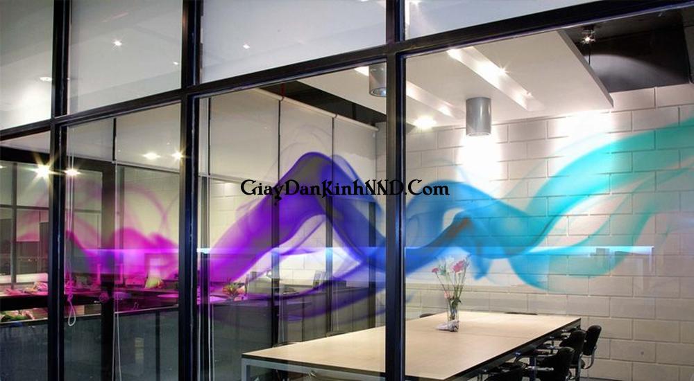 vách kính in hình sóng khói với đủ màu sắc tạo hiệu ứng 3D vô cùng đẹp mắt