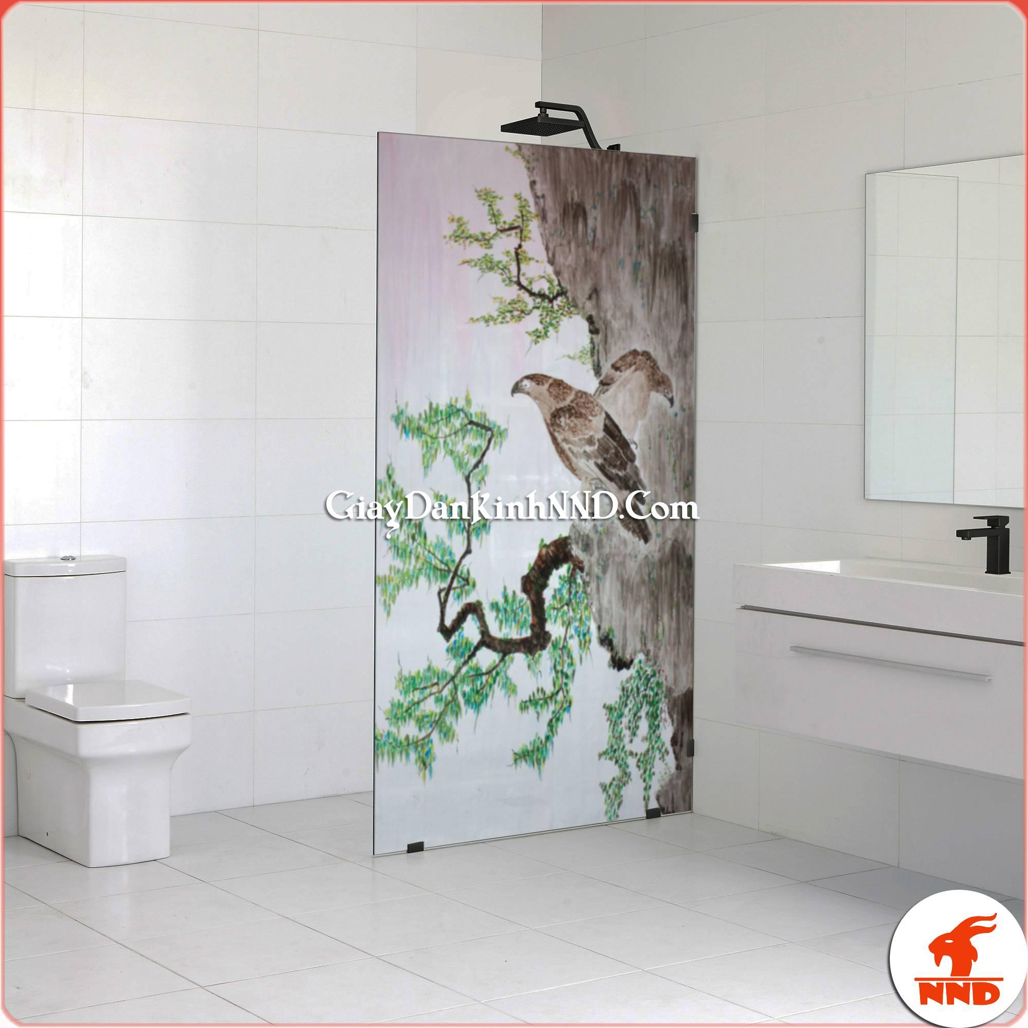 In tranh dán kính nghệ thuật. Trang trí cho phòng tắm hiện đại. Vừa che tầm nhìn tốt lại vừa mang tính thẩm mỹ cao.