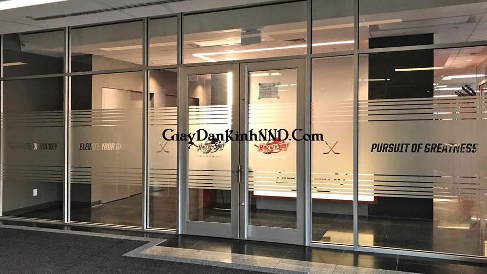 Chuyên thiết kế thi công dán decal, giấy dán kính mờ cho văn phòng tại Hà Nội. Hỗ trợ tư vấn thiết kế lên maket miễn phí 100%.