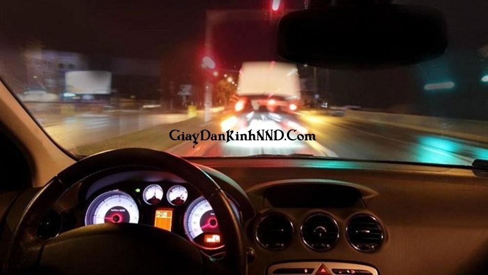 Cấp độ lóa tán sắc khi lái xe làm tầm nhìn bị tạo ra ảnh nhỏ (vùng ánh sáng màu đen) ở đèn pha gây mất an toàn cho người lái. Gây khó chịu, hoa mắt cho người lái.
