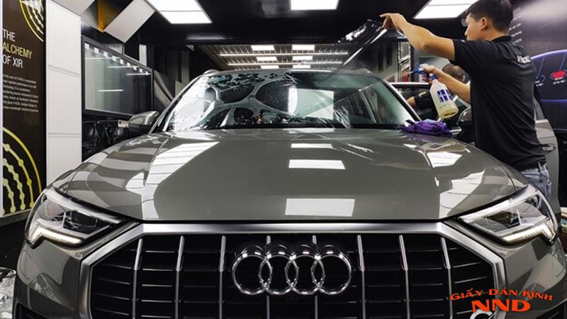 Dán kính cho ô tô giá thường cao vì lý do dịch vụ. Bản chất chi phí vật tư dán cho ô tô chỉ chiếm 20% tổng chi phí.