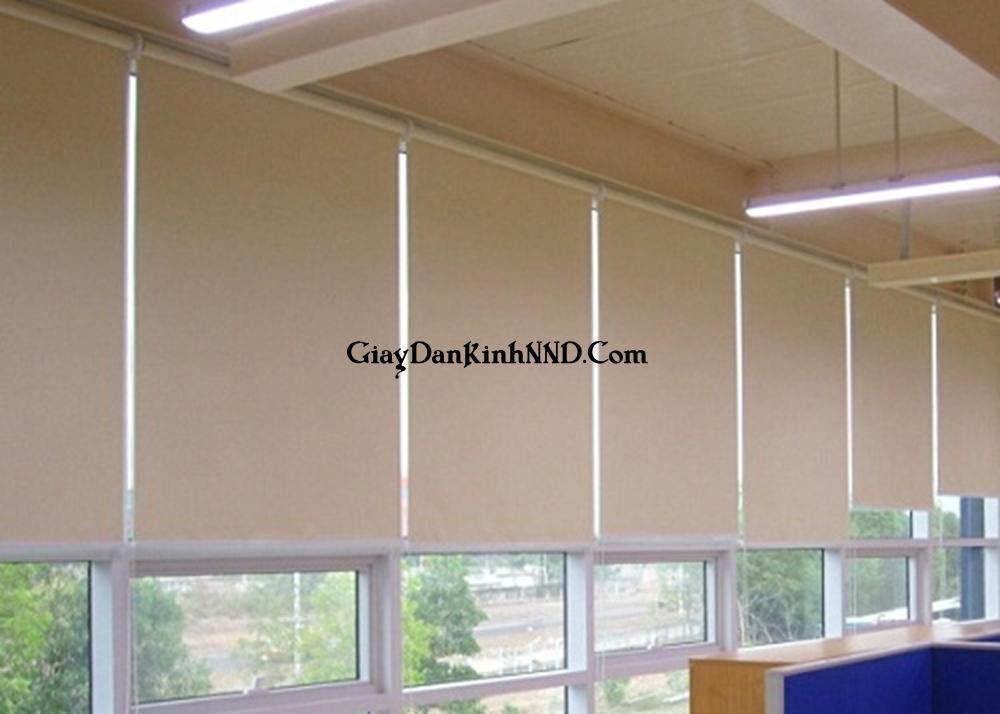Rèm cửa là vật liệu trang trí nội thất. Với ưu điểm là khả năng chắn sáng, chống chói và che tầm nhìn tốt.