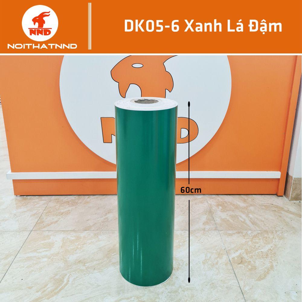 Dk05-6 là mẫu decal màu xanh lá đậm. Đây là kiểu mẫu rất thông dụng và được ưa chuộng trong quảng cáo. Gam màu này cũng thường được sử dụng để cắt chữ decal dán kính.