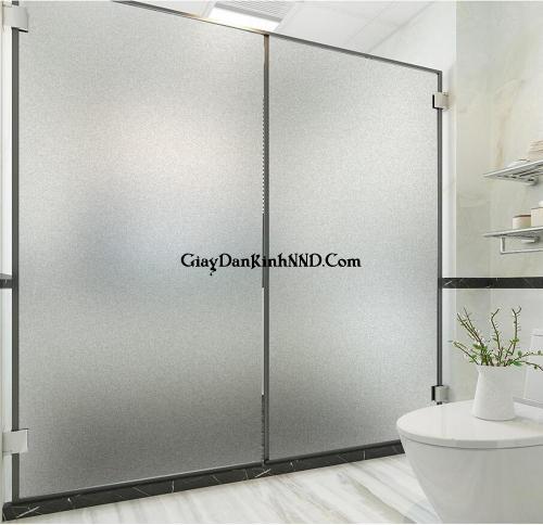 Dán đề can mờ trơn che kín có tác dụng chính để che tầm nhìn trong trường hợp này chúng dùng để dán cho cửa kính phòng tắm