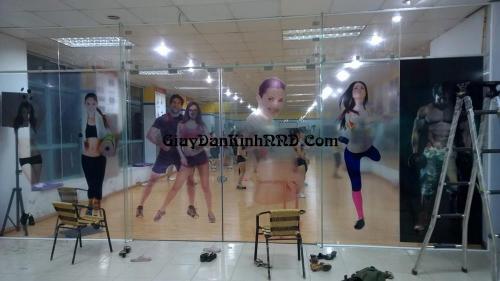 In decal trong dán kính phòng tập yoga