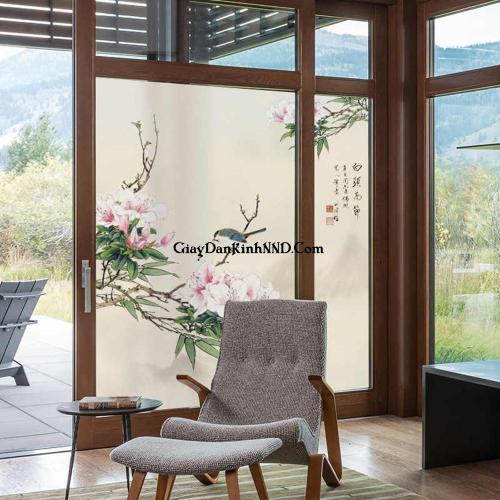 In tranh dán kính hình hoa tạo điểm nhấn cho không gian nhà xinh