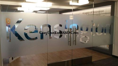 Cắt chữ tên công ty bản lớn khổ rộng cho cửa kính ra vào